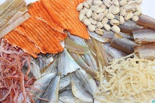 Najlepsze przekąski: suszone ryby i owoce morza